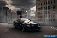 "Диски XO Verona 20"" - Ford Mustang 5.0 in Gotham City. Колёса: Mickey Thompson Street Comp"